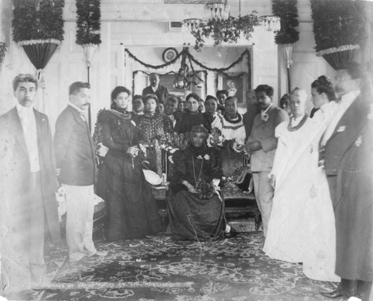Queen_Liliuokalani_in_mourning_at_Washington_Place